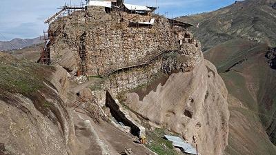 نمایی از قلعه الموت