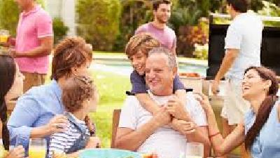 اهمیت حفظ ارتابط خانوادگی برای داشتن زندگی شاد