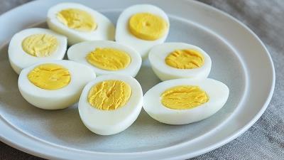 تخم مرغ یکی از خوراکی هایی است که از ریزش مو جلوگیری می کند