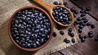 لوبیای سیاه از خوراکی هایی است که زینک دارد