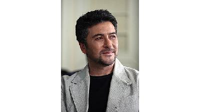 امیرحسین صدیق در نقش  استاد بهار