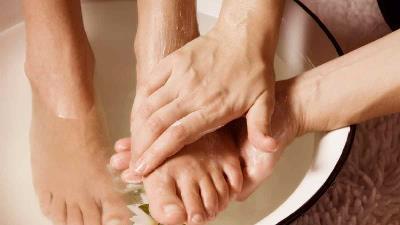 نمک دریا برای رفع خستگی پا مفید است