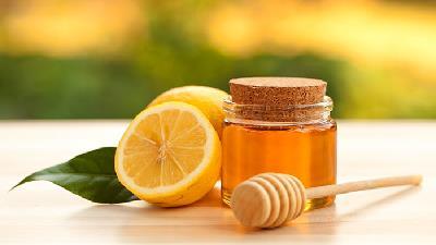 عسل و لیمو پوست را شفاف می کند