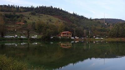 دریاچه عروس در فصل تابستان تماشایی است