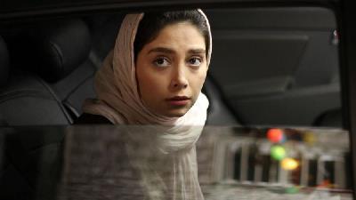 دیبا زاهدی بازیگر نقش ماهرو در سریال بوم و بانو