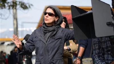 مونا زندی کارگردان فیلم بنفشه آفریقایی
