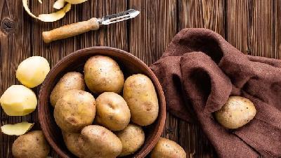 سیب زمینی در رفع خشکی پوست بسیار موثر است