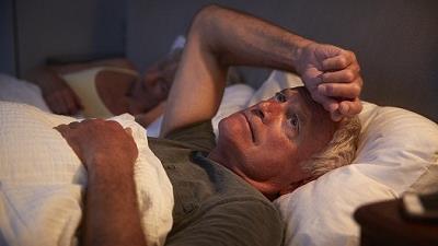 بی خوابی می تواند از علایم مشکلات گوارشی باشد