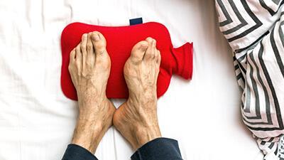 سردی پاها چه دلایلی دارد