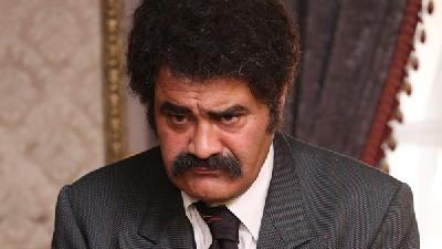 بهزاد خرازی، بازیگر نقش عزت در سریال بوم و بانو