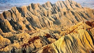 کوه های مریخی چابهار از جمله جاذبه های گردشگری سیستان و بلوچستان است
