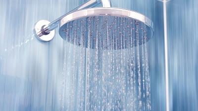 دوش آب سرد برای موها مفید است