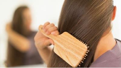 شانه کردن موها به بلند شدن آنها کمک می کند