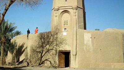 قلعه باقر آباد در نزدیکی کویر کارکال بافق واقع شده است