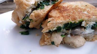 با اسفناج و قارچ می توانید ساندویچ درست کنید