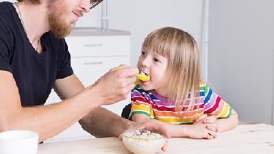 برای غذا دادن به بچه ها از چه ترفندی استفاده کنیم