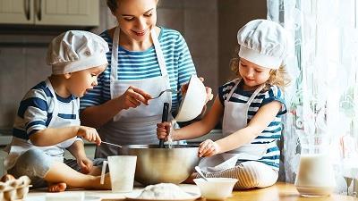کودکان را در آشپزی مشارکت بدهید