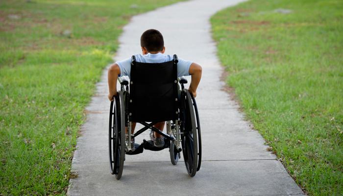 حقوق معلولان از سوی جامعه و دولت باید مورد نظر قرار گیرد