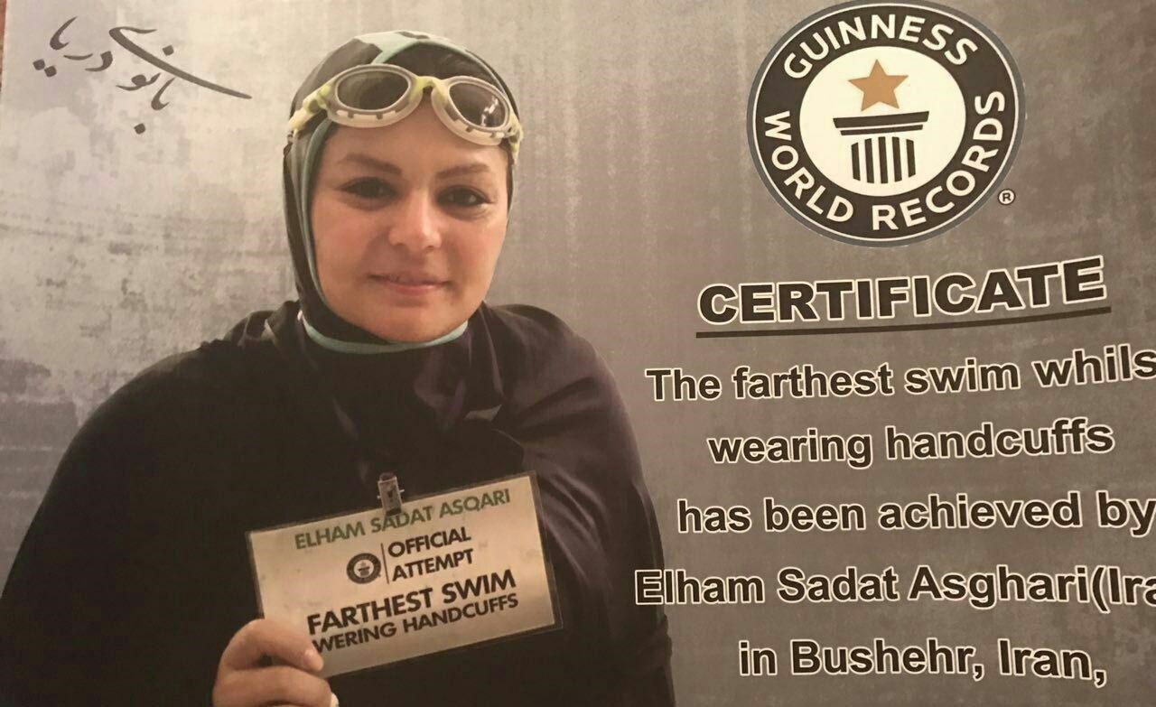 رکورد شنا با دستان بسته برای بانوی محجبه ایرانی