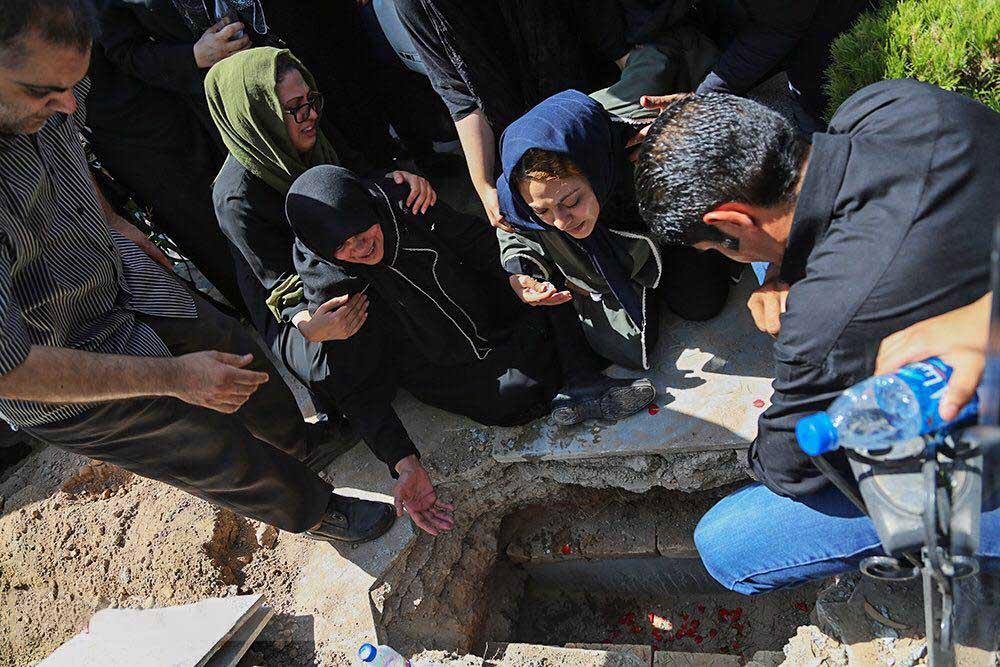 گزارش تصویری از خاکسپاری بنیتا