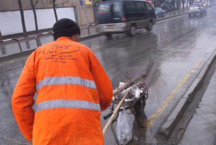 کار کارگران غیرقانونی خارجی، سالخوردگان و کودکان در شهرداری