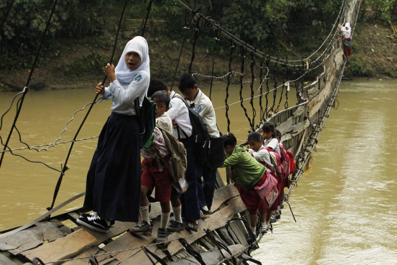 راههای سخت رسیدن به مدرسه