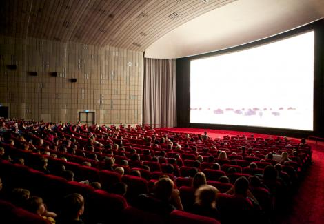 اقبال بینالمللی تئاتر و سینمای ایران