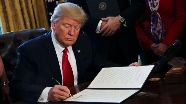ترامپ تحریمهای ایران، روسیه و کرهشمالی را امضا کرد