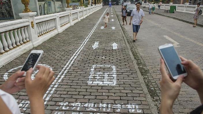 نصب چراغ های هشدار برای موبایل به دستها در چین