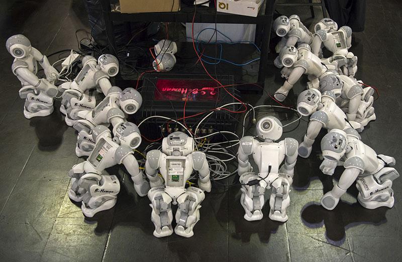 رباتها مشغول کارند