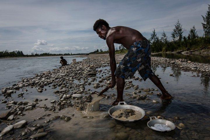 فقر و مرگ در سرزمین طلای  اندونزی