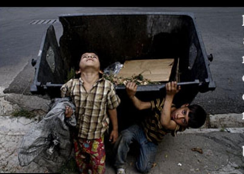 این گزارش تلخ را نخوانید؛ کودکانی که زیر بار زبالهها خرد میشوند