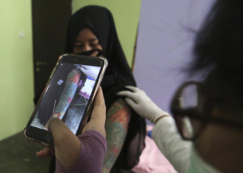 کلینیک رفع تتو در خدمت توبهکاران اندونزی