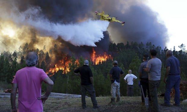 مردم شهر ۲۰۰۰ نفری پرتغال در محاصره آتش