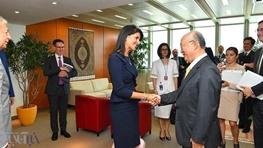 خرم: ظریف با مذاکره مساله را حل میکند