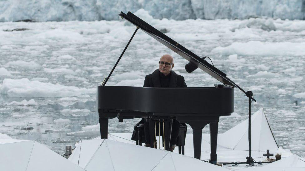 پیانیست مشهور ایتالیایی در تالار وزارت کشور روی صحنه میرود