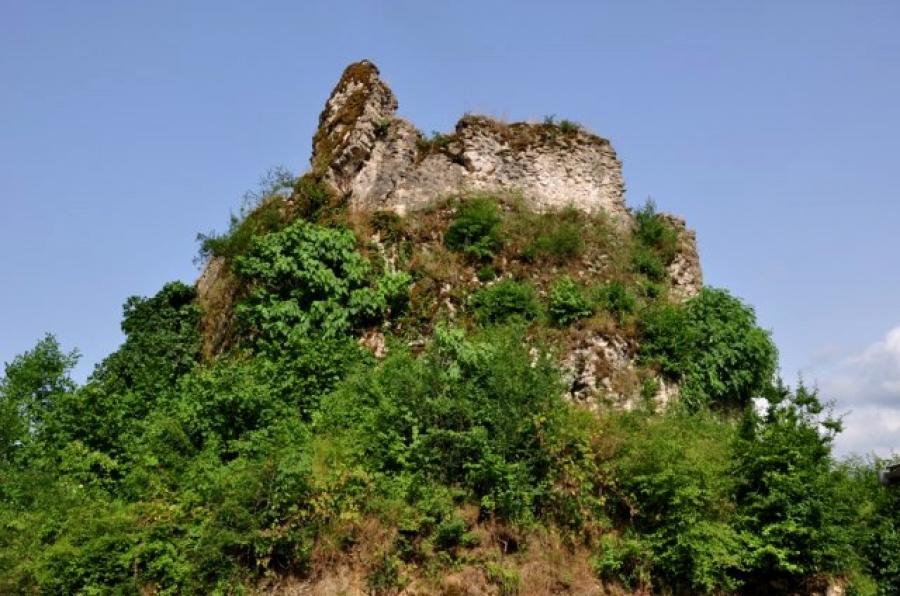 قلعه تنکا؛ پیشنهادی برای گردشگری