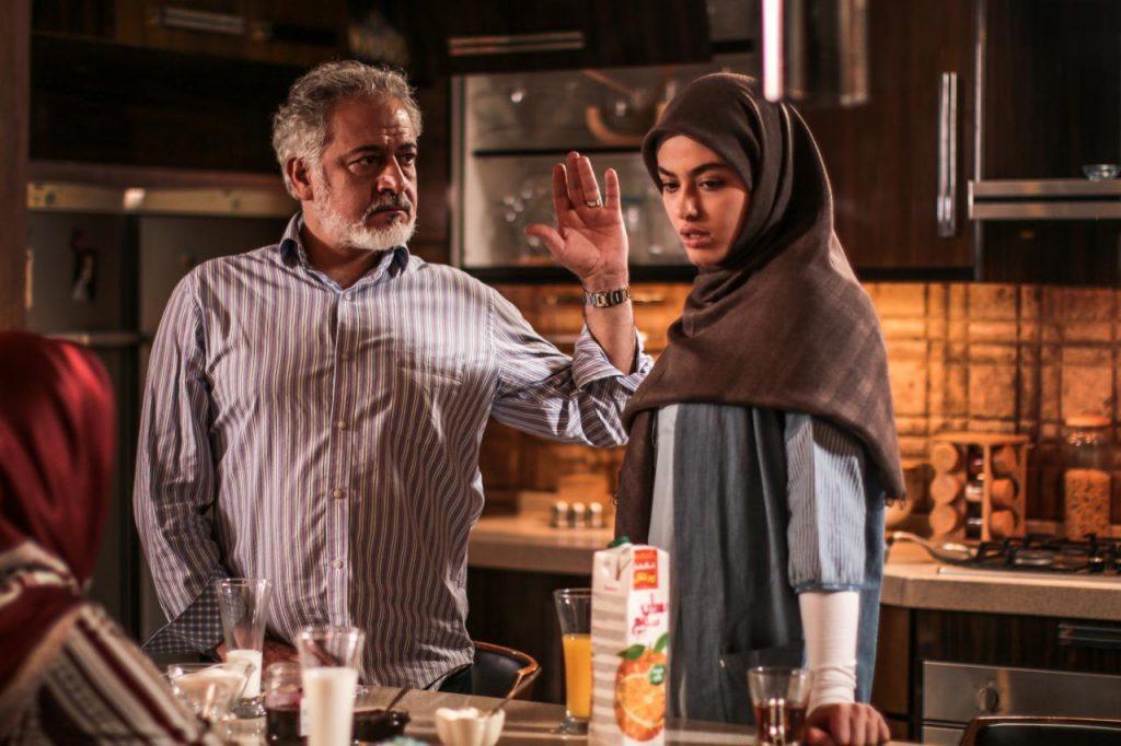مجید مشیری، بازیگر نقش منصور شریفی سریال پدر توضیح میدهد: پدر لیلا چرا با ازدواج دخترش و حامد موافقت کرد؟