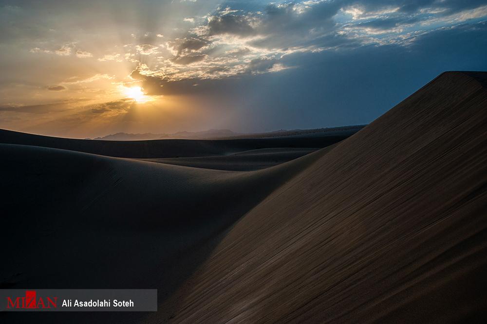 ببینید: اینجا؛ کویر ورزنه یا کویر خارا در استان اصفهان