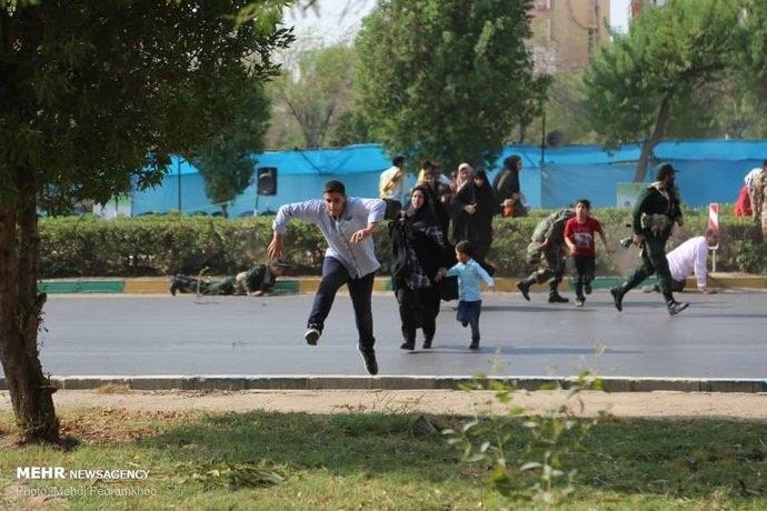 فیلمی از لحظه حمله تروریستی در اهواز