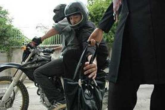 فیلم هشدارآمیز  پلیس/ کیفقاپها اینگونه دزدی میکنند