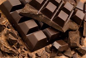 شکلات تلخ چه فایدهها و ضررهایی دارد؟