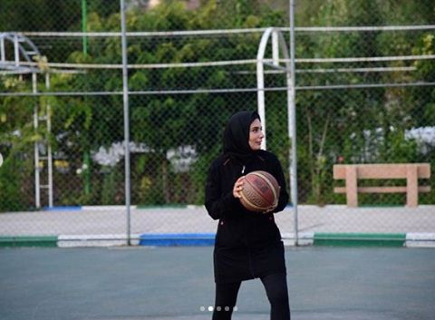 عکسهای لیندا کیانی در حال بازی بسکتبال