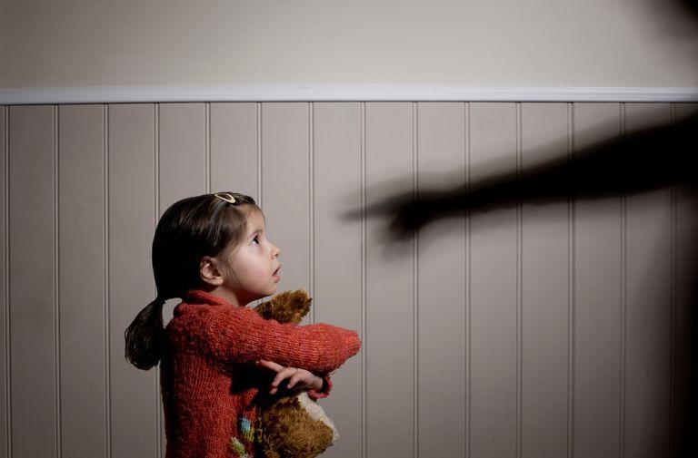 10 مهارتی که حتما باید به کودکان خود برای دوری از خطر و آزار یاد بدهید