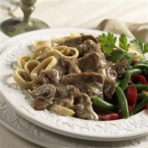آشپزی/ دستور پخت بیف استراگانف با اسپاگتی