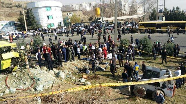 ۷کشته و ۲۸ مجروح در واژگونی اتوبوس حامل دانشجویان در دانشگاه علوم و تحقیقات+عکس