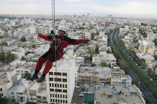 گفتوگو با زن عنکبوتی مشهد که از بلندترین برجها بالا میرود