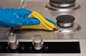چگونه اجاق گاز را در خانه تکانی به بهترین روش نظافت و تمیز کنیم و برق بیندازیم
