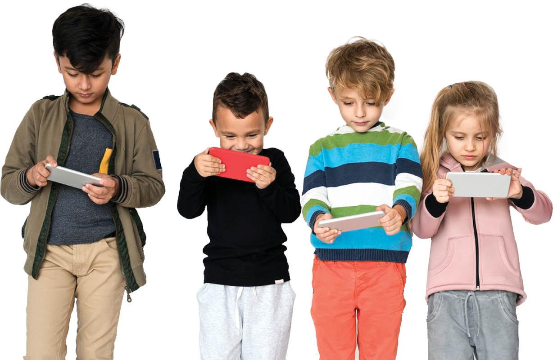 سن مناسب برای استفاده کودکان از تلفن همراه چند سالگی است؟