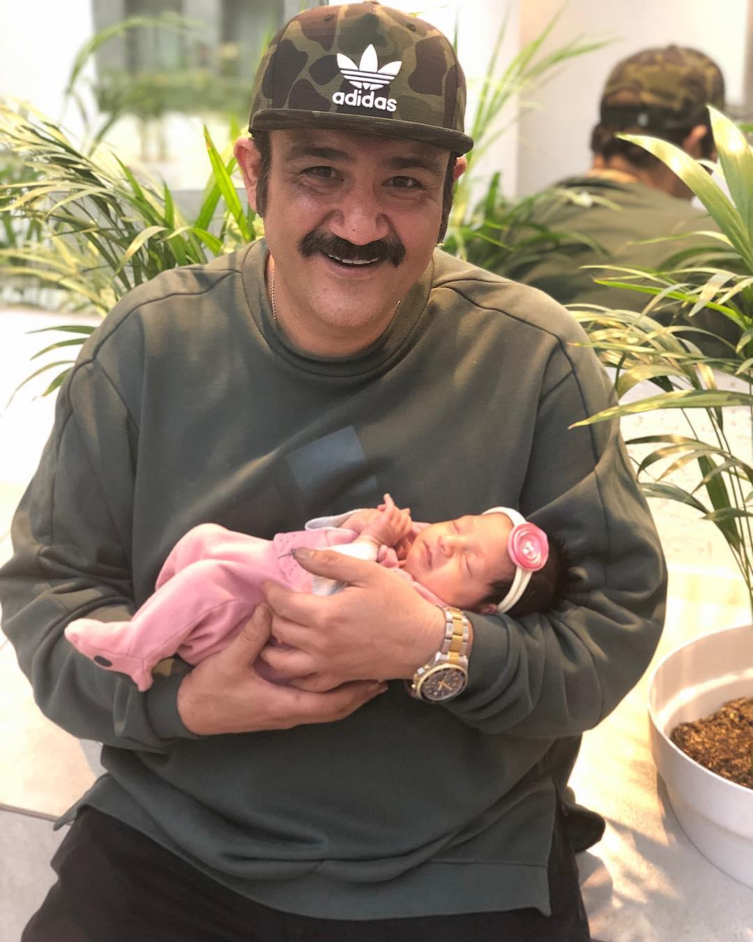 اولین عکس 3 نفری مهران غفوریان و همسرش در کنار دخترشان